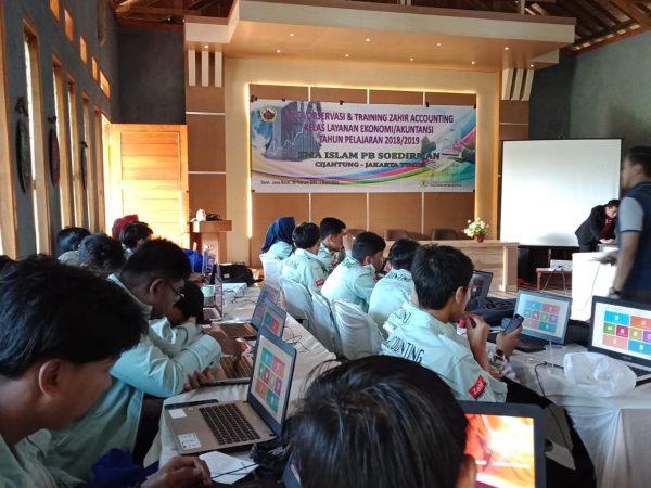 Siswa Kelas Layanan Ekonomi/Akuntansi Ikut Training di Garut