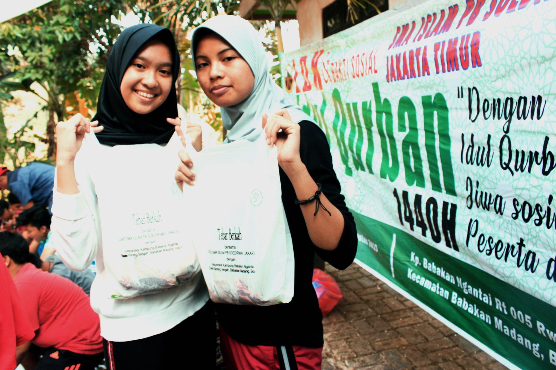 Bakti Sosial Idul Qurban di Desa Karang Tengah Babakan Madang Jawa Barat